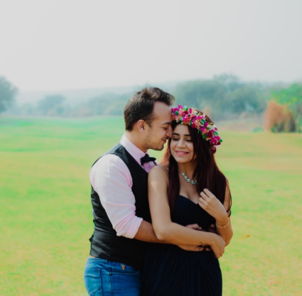 http://www.shaadisaga.com/blog/2017/4/a-super-cute-pre-wedding-shoot-that-you-won-t-believe-happened-in-delhi